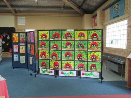 olding Pinboard Room Dividers used of displaying artwork in Sydney Primary School Classroom - Portable Partitions