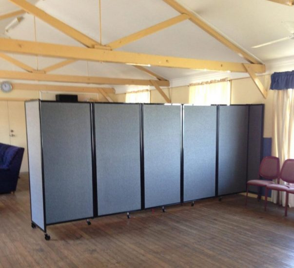 5 panel acoustic partition with wheels in community hall - Portable Partitions