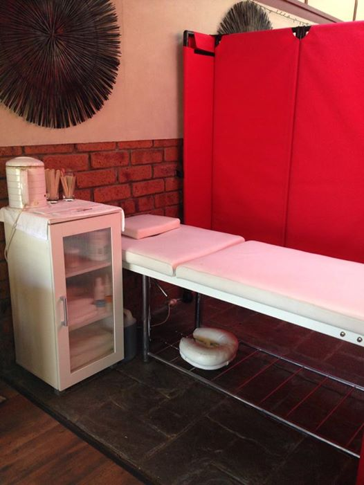 Using Mobile Room Red Color Dividers To Create Waxing Booths Within Hairdresser Studio - Portable Partitions