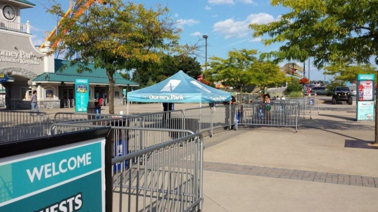 Creating Temporary Fencing Using Portable Steel Barricades - Portable Partitions