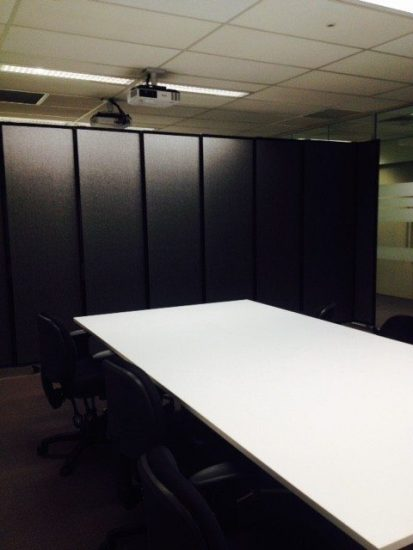 black privacy screen for meeting rooms - Portable Partitions