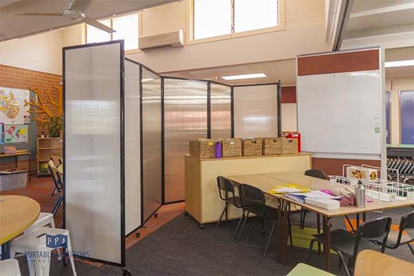 360 Acoustic Portable Room Divider in Polycarbonate in a classroom - Portable Partitions