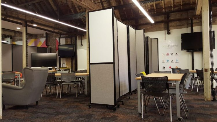 flexible walls for your workstation - Portable Partitions