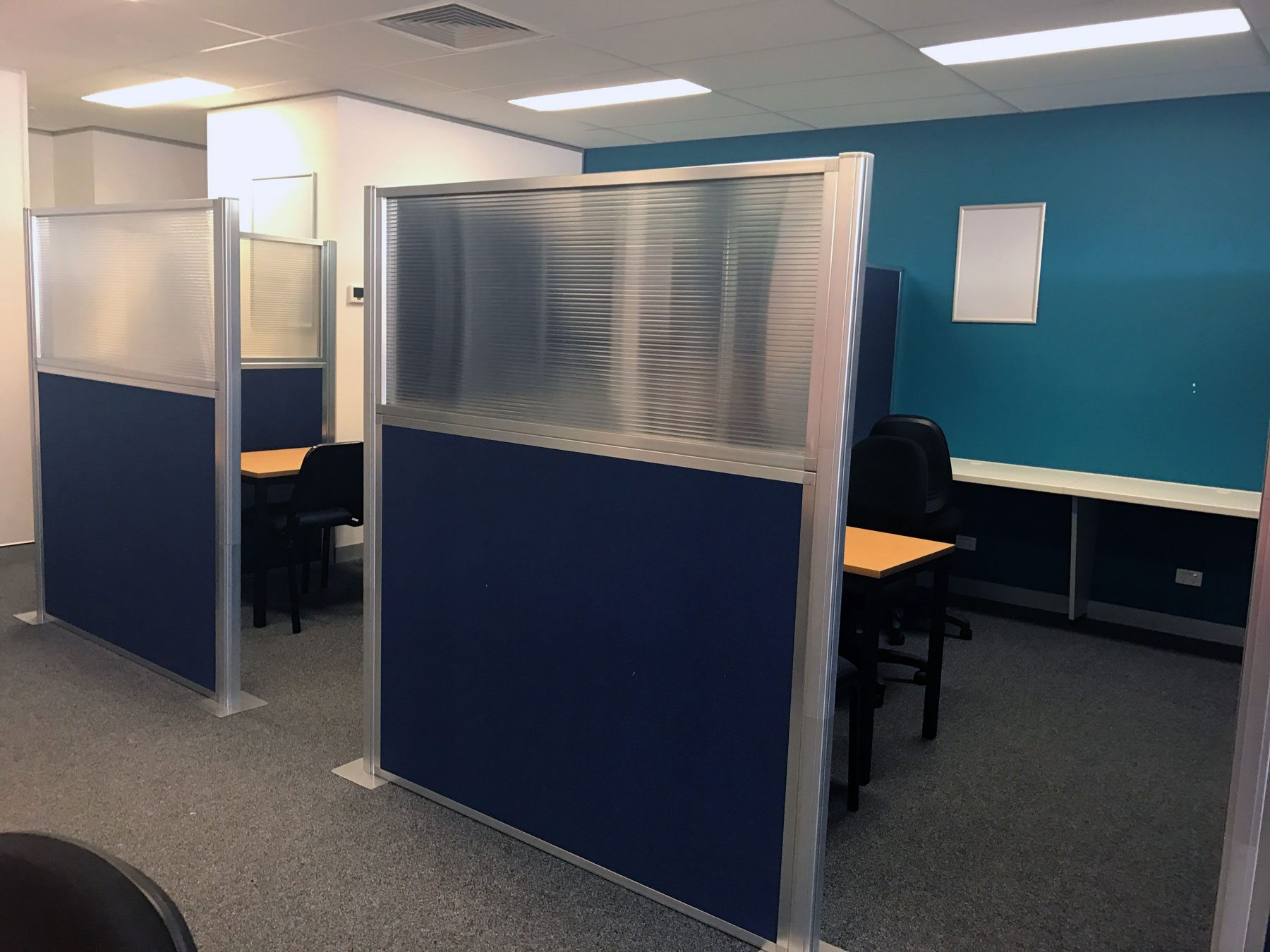 blue privacy screen for cabins in workstation - Portable Partitions