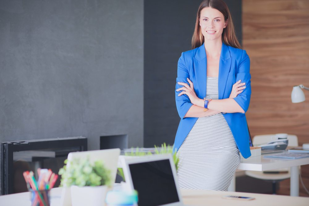 Sitting vs Standing Desks: Finding the right balance- portable partition