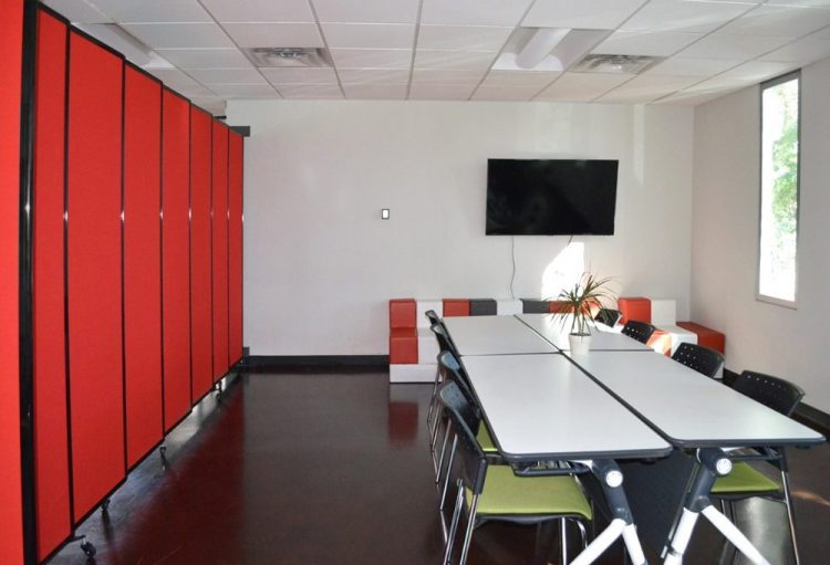 Modern Office Design to enhance the environment of employees- portable partition