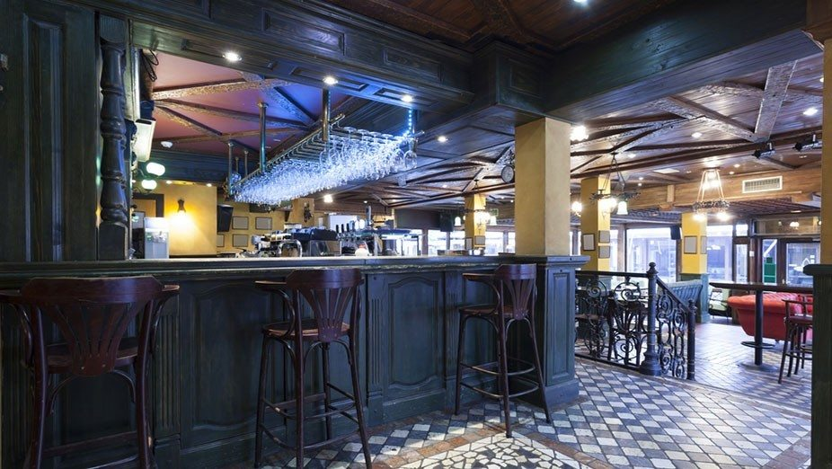 Wall Partition Services in Pubs and Clubs - Portable Partitions