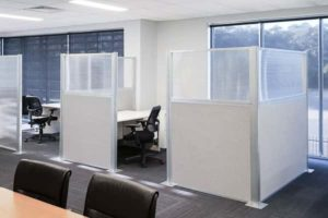 Cloud Gray workstation Cubicles with polycarbonate tops